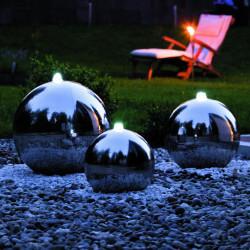 Quellsteinbeleuchtung bei Nacht für den Garten von Seliger